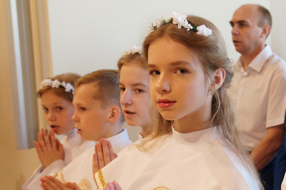 Встреча с Христом: 20 детей в Гомеле приняли Первое Причастие [фото]