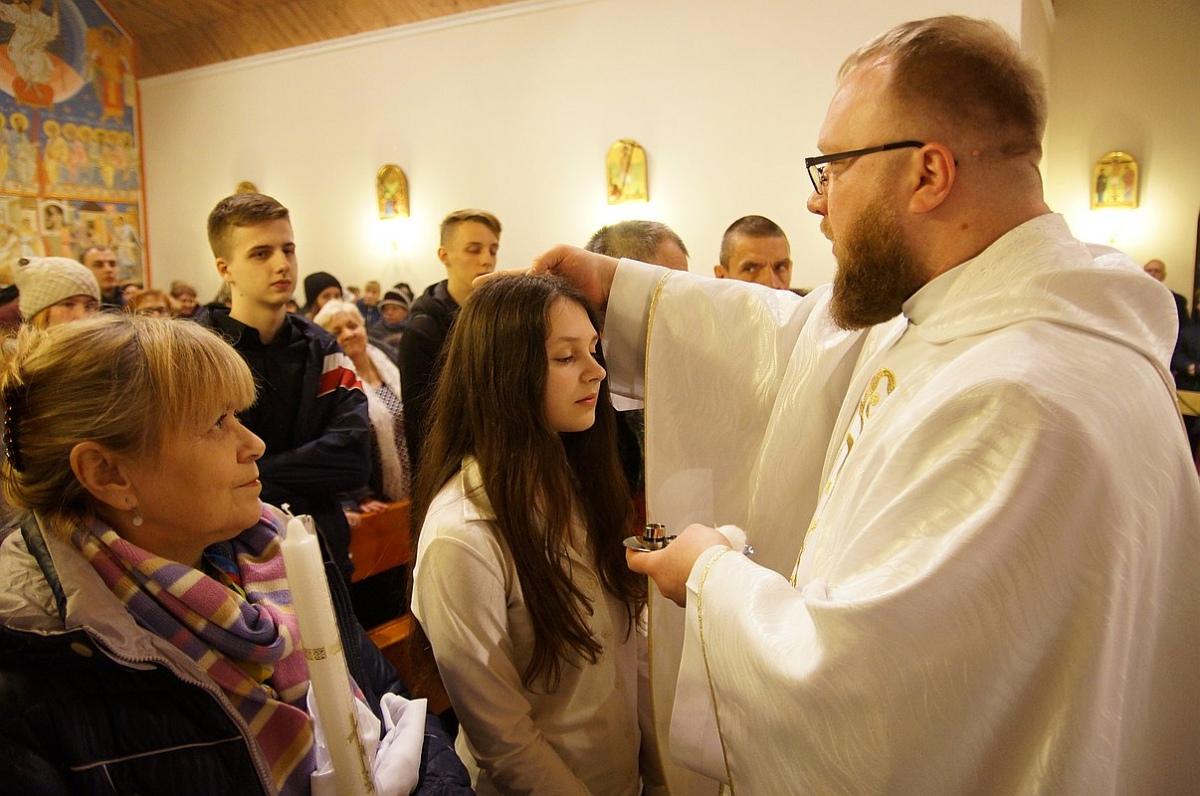 На Пасху в Гомеле крестили взрослых [ФОТО]