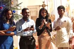 Студенты из Шри-Ланки спели Рождественскую песню в гомельском костеле [видео]
