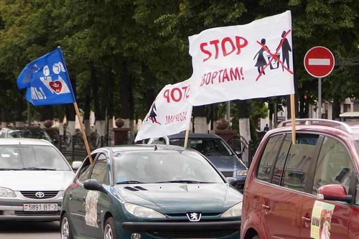 «Ежедневно в Беларуси убивают 82 ребенка». Автопробег против абортов прошел в Гомеле