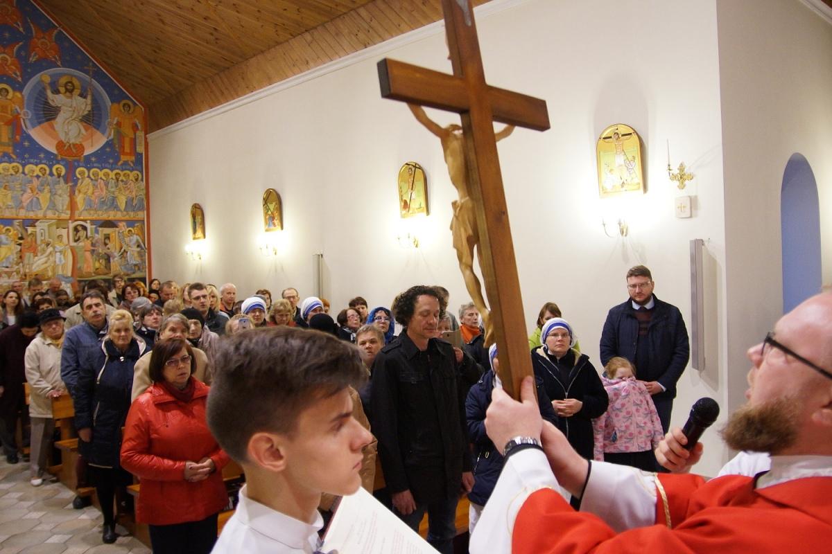 «Крест никто не победит». Католики переживали Страстную пятницу