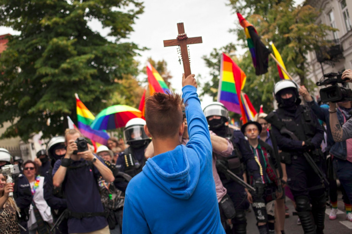В Беларуси собирают подписи о запрете ЛГБТ-пропаганды: за и против