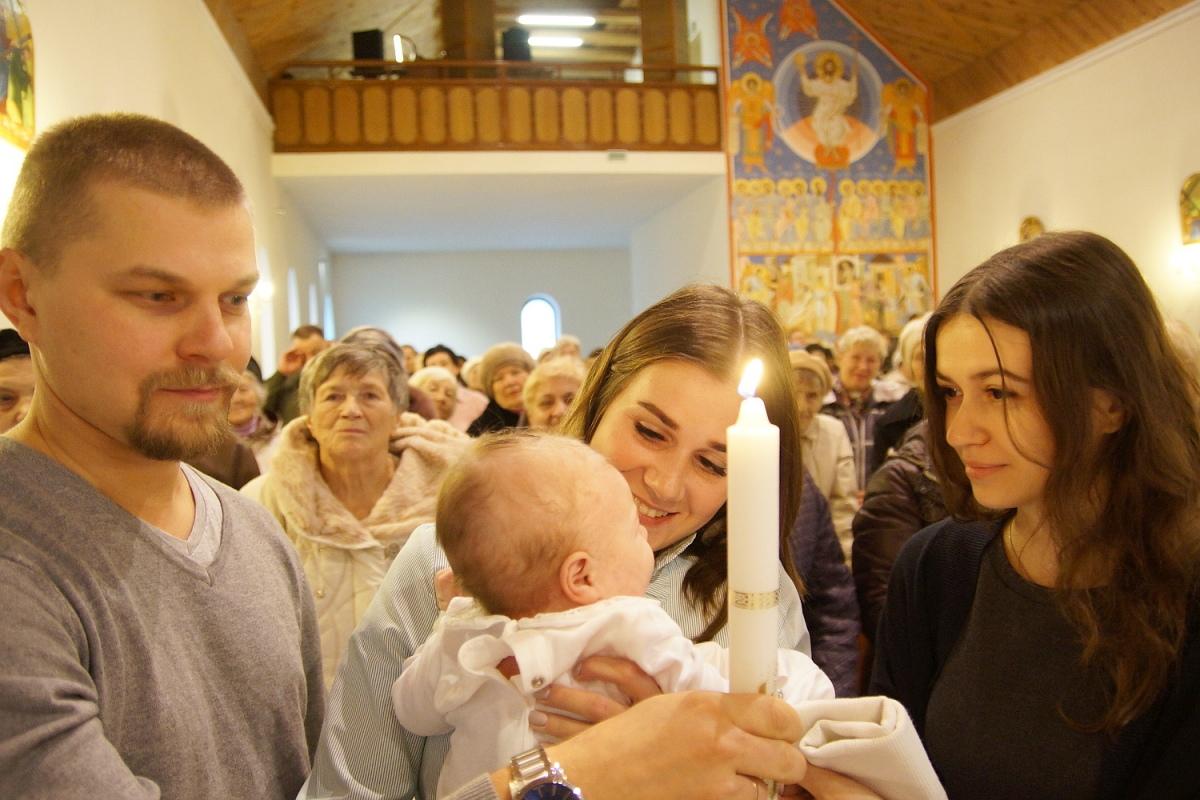 Семья православных и католиков крестила первенца в костеле [ФОТО]