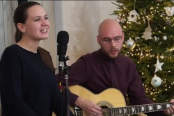 Что петь на Рождество? Посмотрим и разучим известные песни