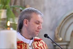 Видео исполнения белорусским священником «Аллилуйя» для молодоженов набрало 1 млн просмотров