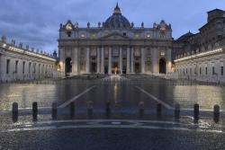 «Думали, что будем здоровыми в больном мире». Папа молился на пустой площади об избавлении мира от коронавируса