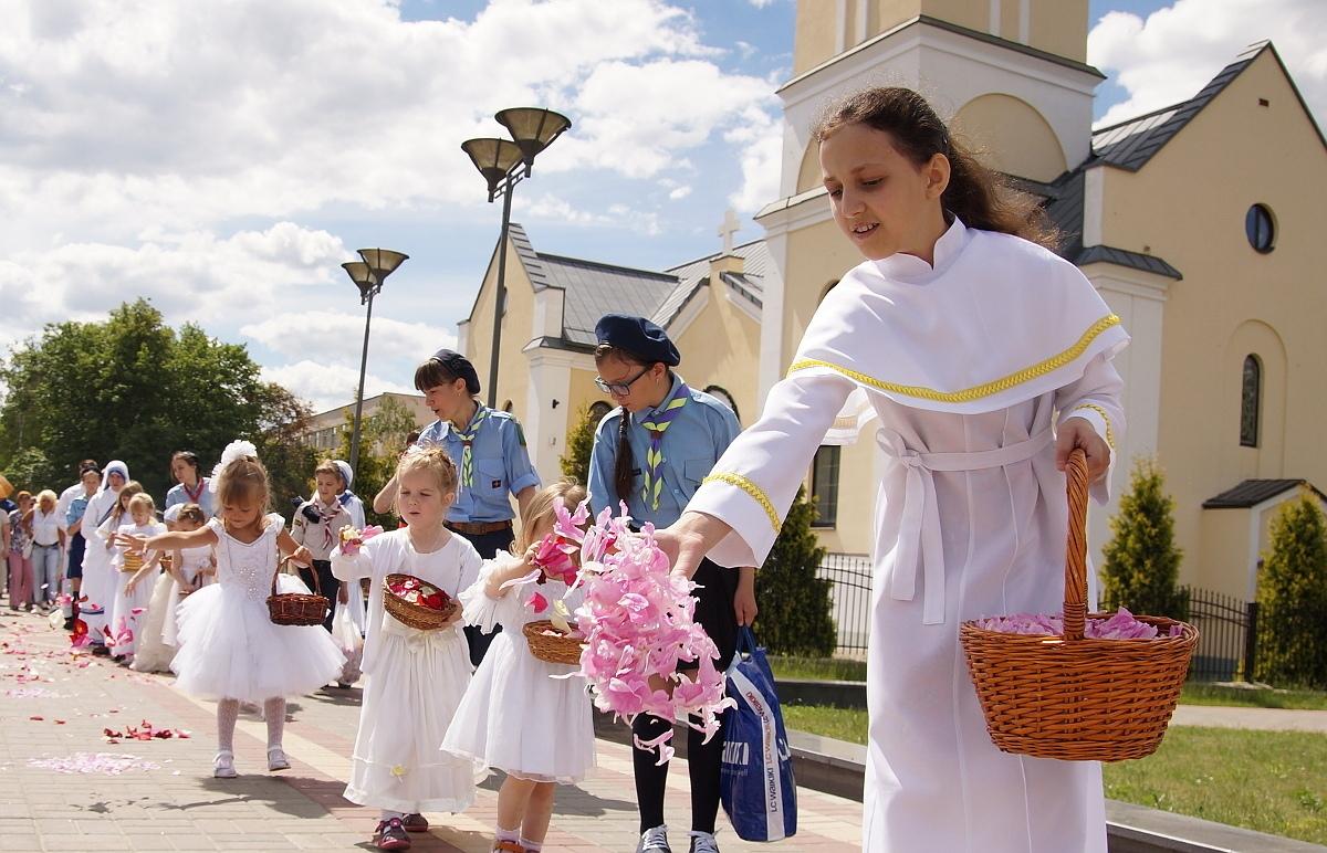 Красивую и торжественную процессию в центре Гомеля проведут католики