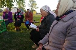 Відэа: як на Гарадзеншчыне бабулі спяваюць «Маёвыя набажэнствы»