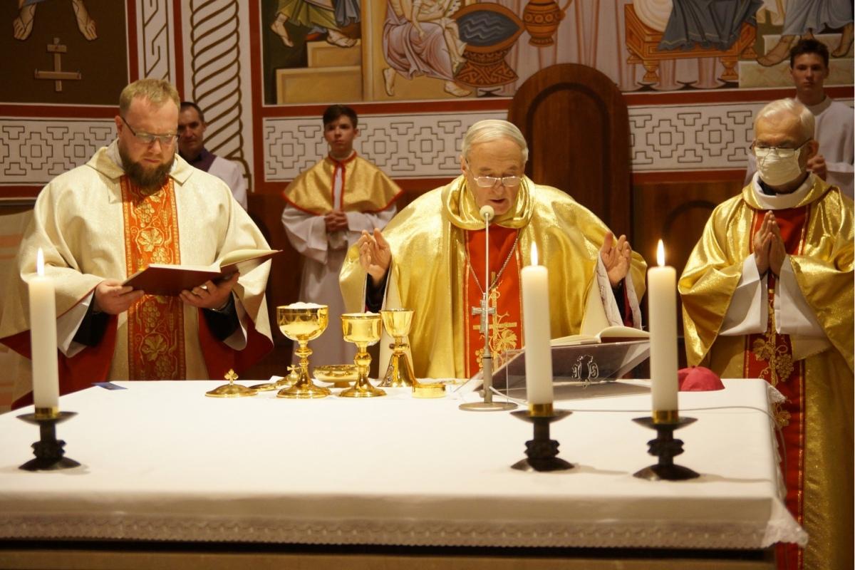 В Великий четверг католики начали празднование Пасхи: [фото, видео]