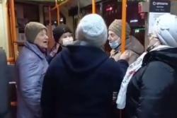 Відэа: У Гомелі на Вялікдзень каталіцкія бабулі праспявалі ў тралейбусе «Хрыстос уваскрос!»