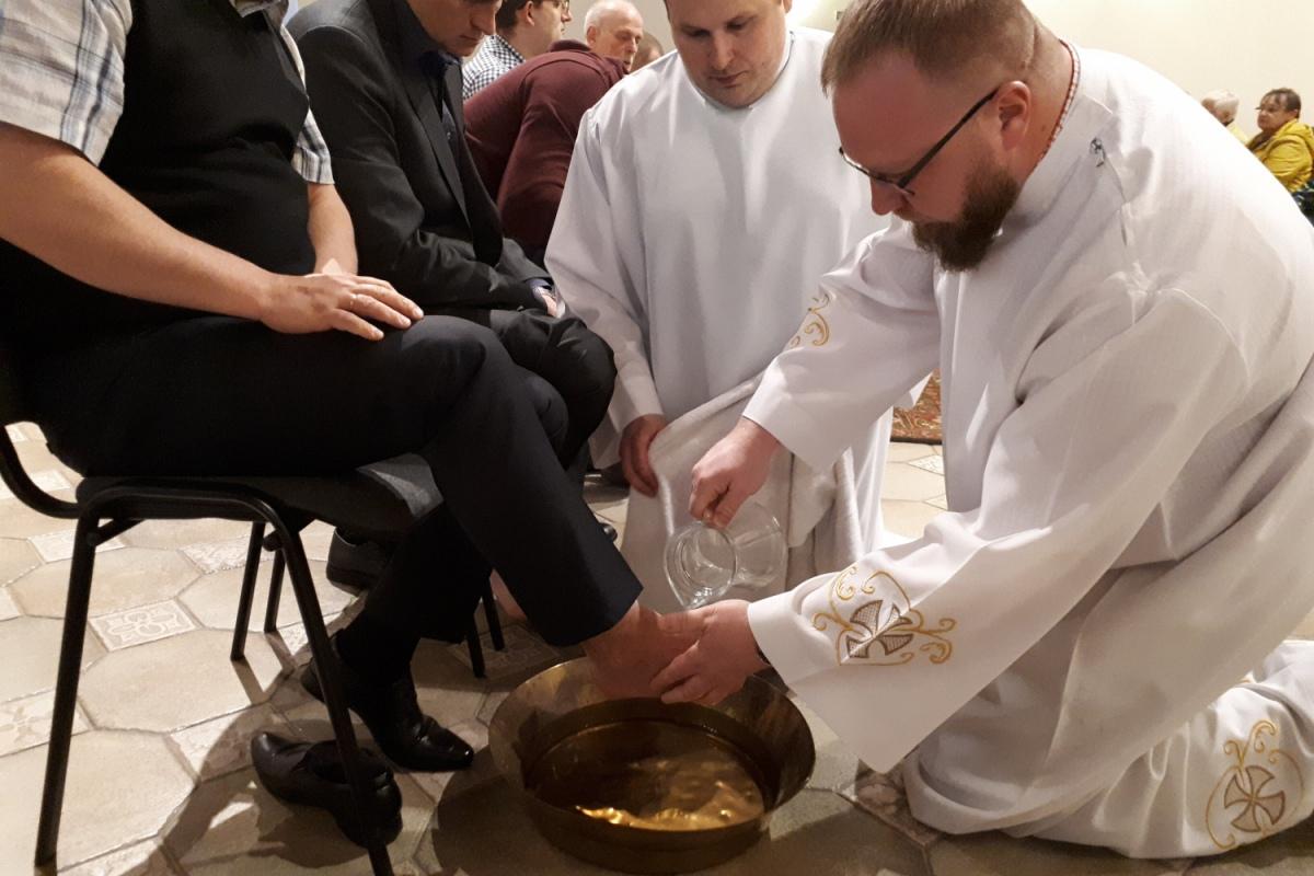 «Спешите любить». Католики вступили в Пасхальное триденствие
