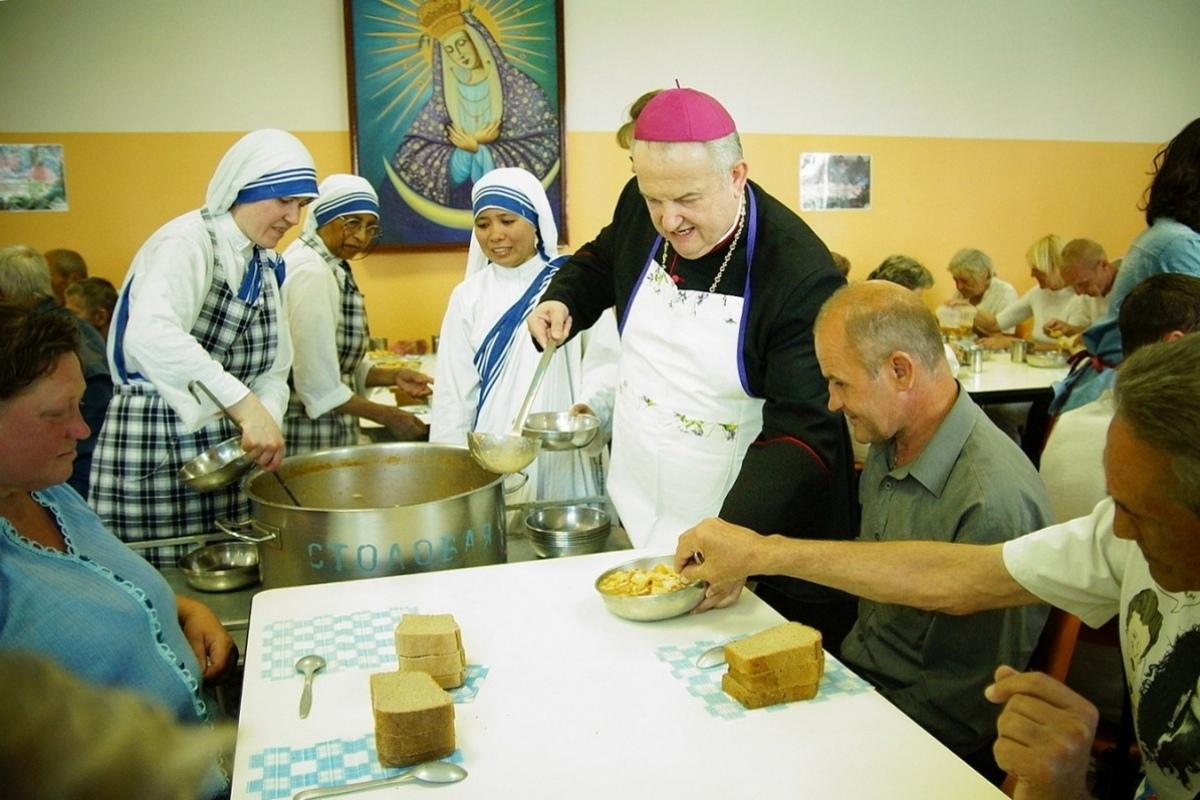 Пасол Ватыкана ў Гомелі дапамог накарміць бедных і бяздомных
