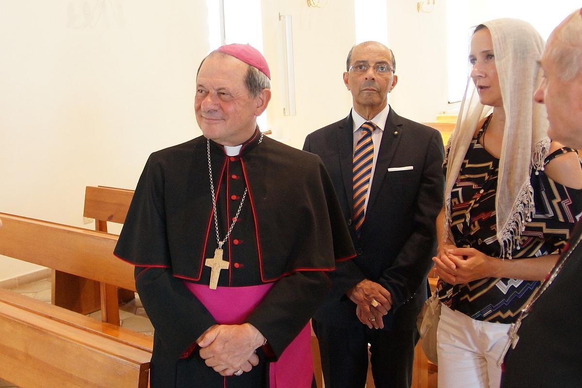 Католический епископ из Италии передал православным Гомеля реликвии св. Пантелеимона
