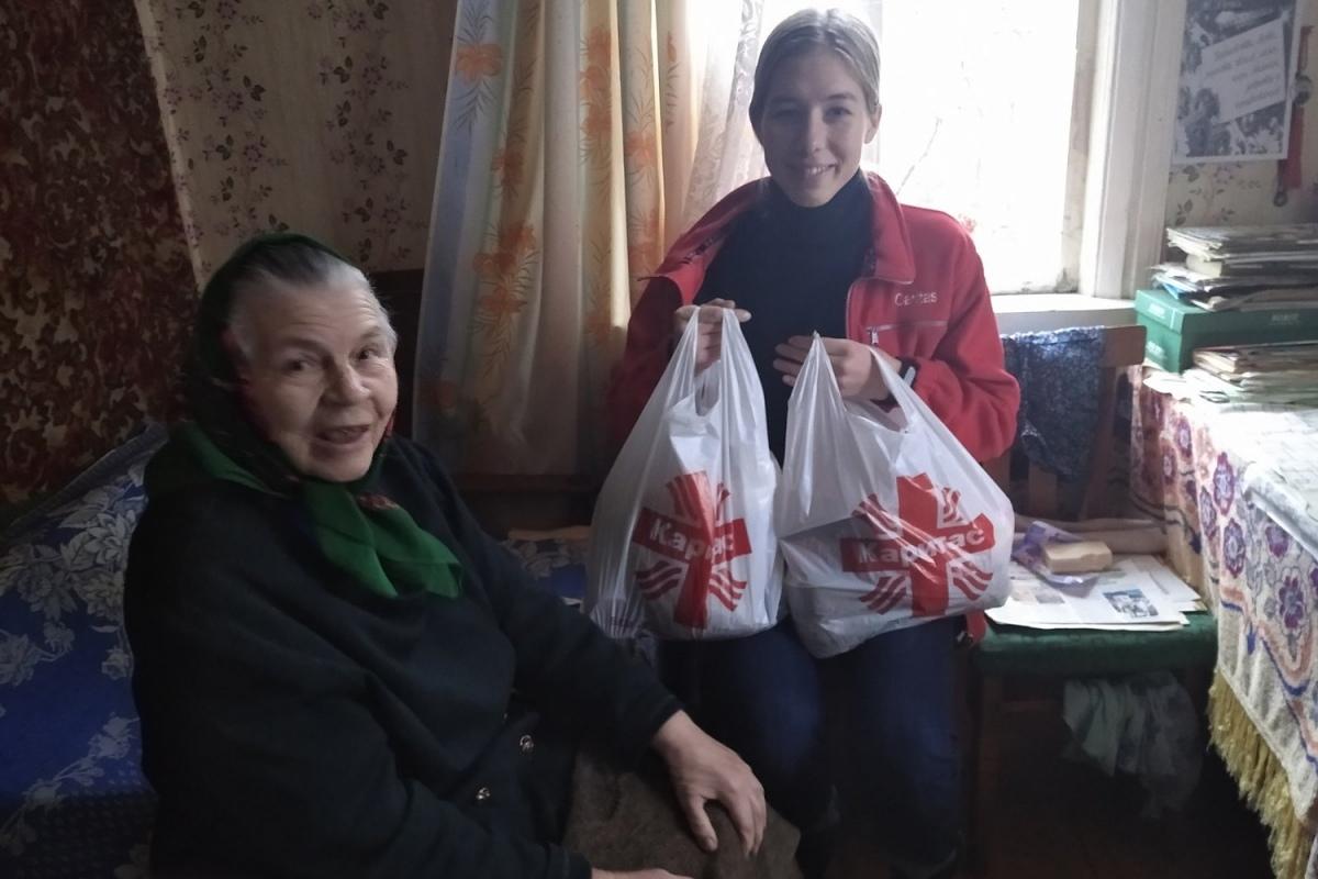 250 семей в Наровлянском районе получили продукты, одежду и дрова от «Каритас Гомель»